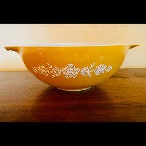 Vintage Pyrex Butterfly Gold Large Cinderella Bowl